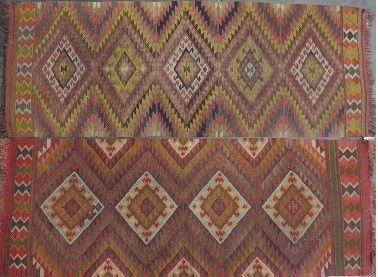 KILIM  Deux tapis à décor géométrique.  85...