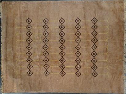 MAROC  Tapis marron  300 x 200 cm  En l'état,Usé,...