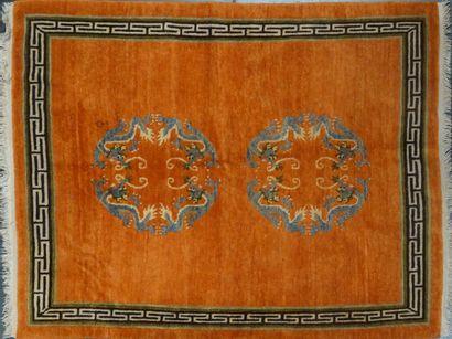 NEPAL  Tapis sur fond orange  200 x 150 cm...