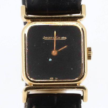 JAEGER-LECOULTRE Vers 1970  Montre en or 18k (750 millièmes) de forme carrée sur...