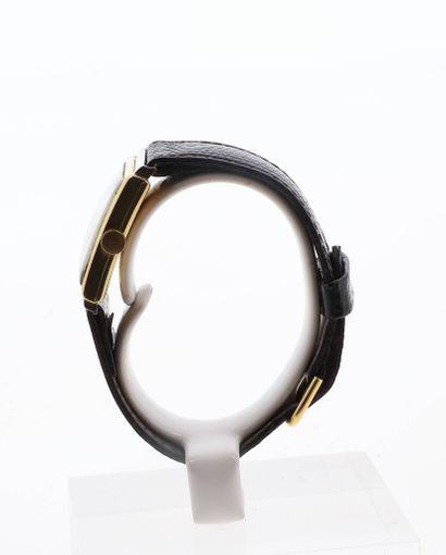 OMEGA Montre rectangulaire en or 18K (750 millièmes) sur bracelet cuir et boucle...