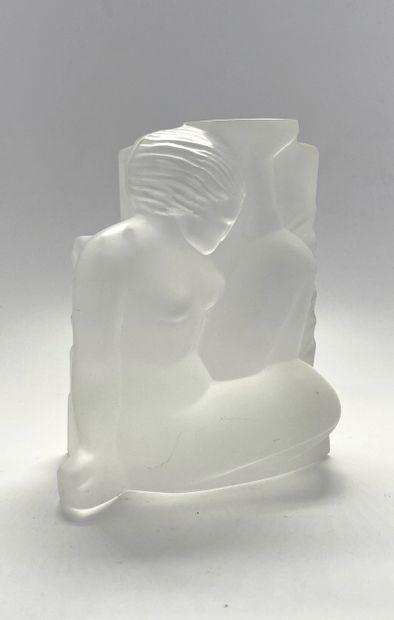 Cristal de Sèvres  Nu de femme assise en...