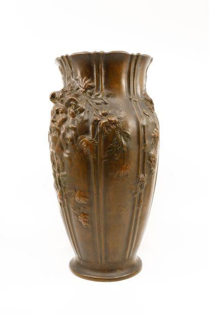 Vase balustre en bronze à patine médaille...