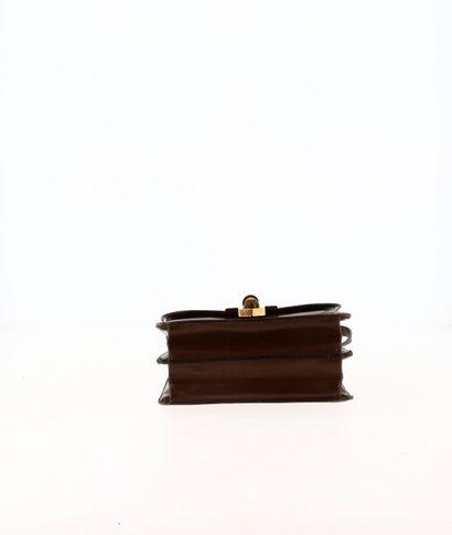"""HERMÈS - 1970's Sac """"Chantilly""""  en Box tabac, garniture métal plaqué or  24 x 9..."""
