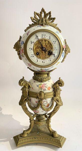 Pendule de style Louis XVI