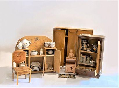 Lot de mobilier divers de poupée des années 40