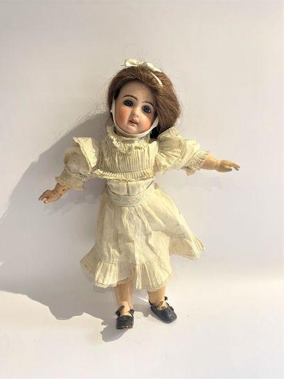 Une poupée JUMEAU