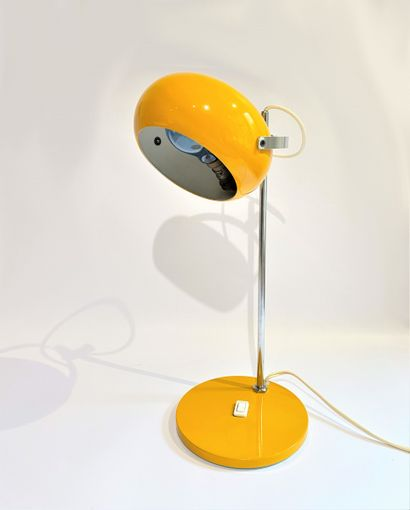 Lampe design en métal jaune
