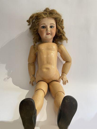 Une grande poupée