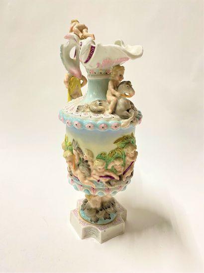 Aiguière en porcelaine