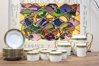 Service en porcelaine de Limoges à ornements...