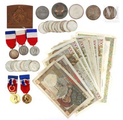 Lot de pièces de monnaie, médailles et billets