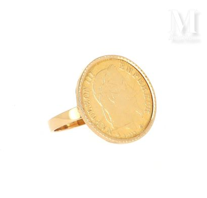 Bague 10 FF or Bague en or jaune 18 K (750 °/°°) sertie d'une pièce en or de 10 FF...