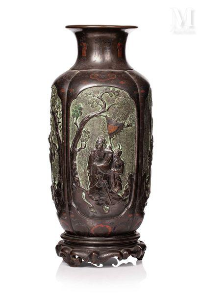 VIETNAM, XIXe siècle, Important vase en bronze