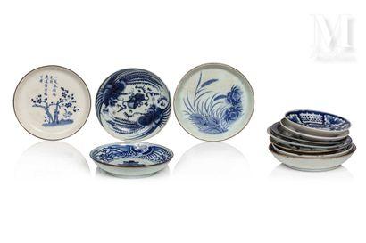 VIETNAM, XIXe et XXe siècle, Ensemble de onze coupes en porcelaine bleu et blanc