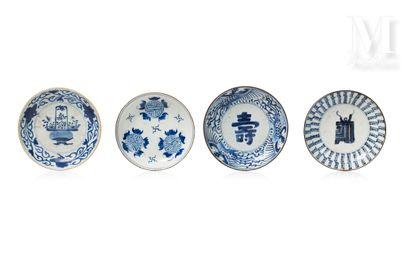VIETNAM, XIXe siècle, Ensemble de quatre assiettes en porcelaine