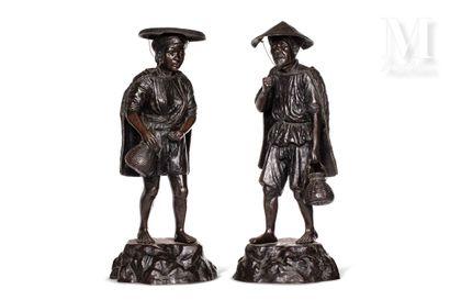 VIETNAM, XXe siècle, Rare paire de grandes statues en bronze