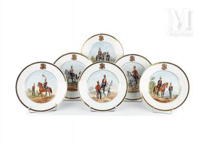 Ensemble de six assiettes en porcelaine