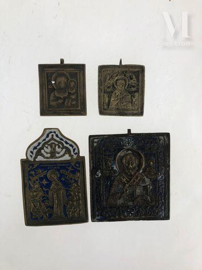 Lot de 4 icônes de voyages en bronze doré et émaillées bleu et blanc