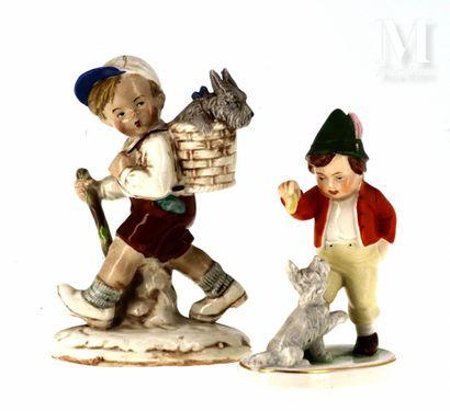 Paire de figurines en porcelaine polychrome
