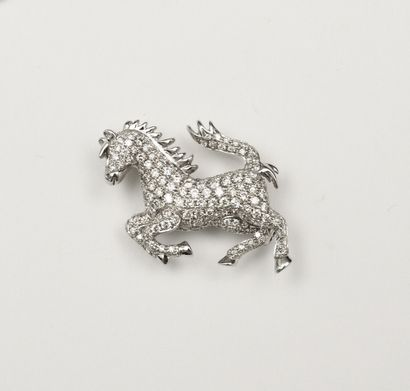 BROCHE en or blanc représentant un cheval...