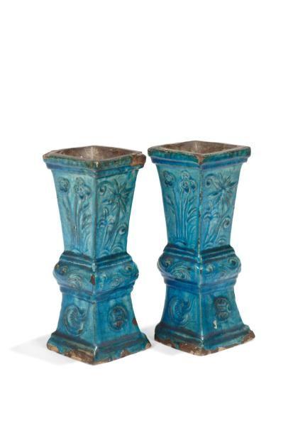 Paire de vases quadrangulaires de forme Gu...