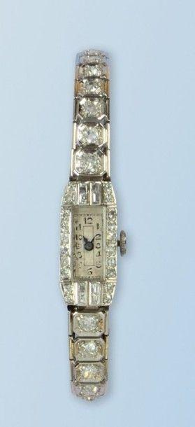 Bracelet montre pour dame en platine 950...