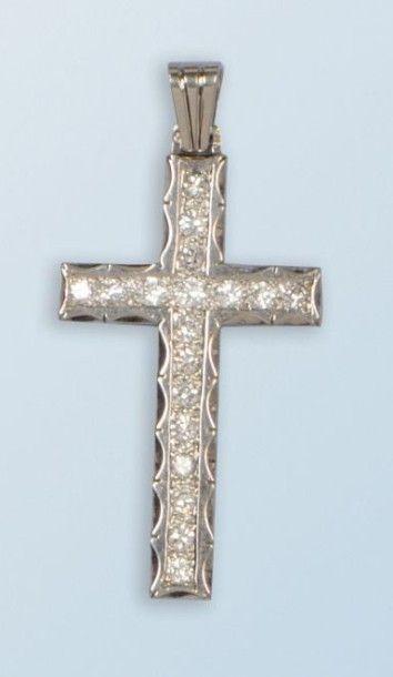 Pendentif croix en platine 950 millièmes....