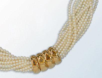 Collier composé de quatorze rangs de perles...