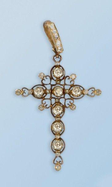 Pendentif croix en or rose 18 k, formé de...