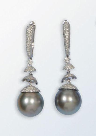 Ravissante paire de boucles d'oreilles pendentifs...