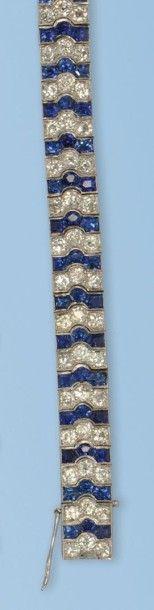 Beau bracelet formant un ruban souple en...