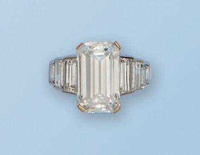 Bague ornée d'un diamant de 6,36 cts