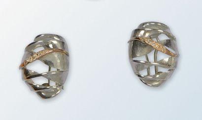 Paire de boucles d'oreilles en argent 925...