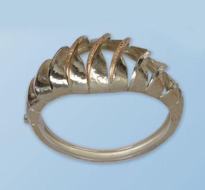 Magnifique bracelet semi-rigide en argent...