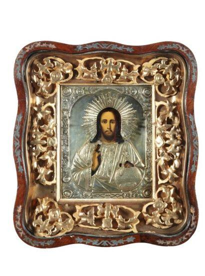 Christ pantocator présenté sous une riza...