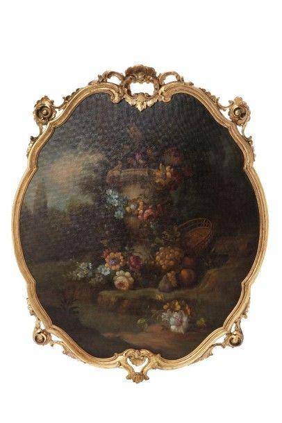 ECOLE FRANCAISE DU XIXème siècle Bouquet de fleurs et panier de fruits Toile de forme...
