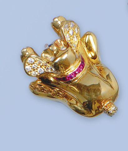 Pin's en or jaune 18 K, 750 millièmes, stylisant...