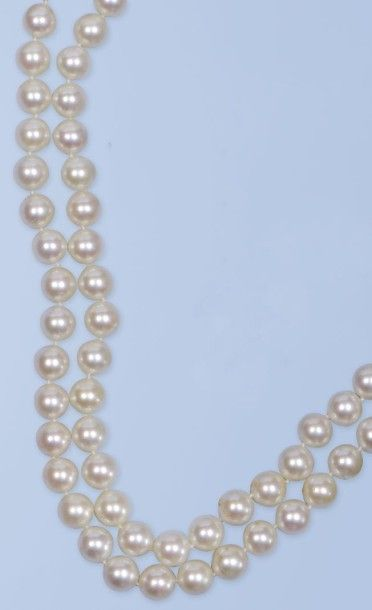 Collier composé d'un double rang de 102 perles...