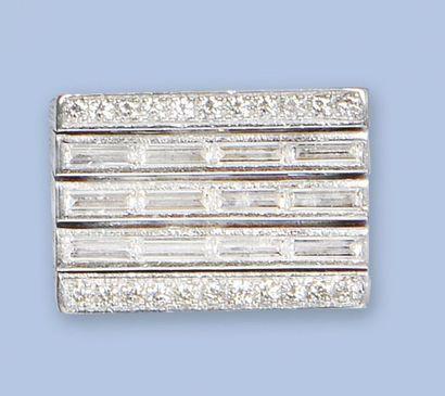 Bague chevalière en or gris 750 millièmes,...