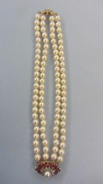 Bracelet composé de quatre rangs de perles...