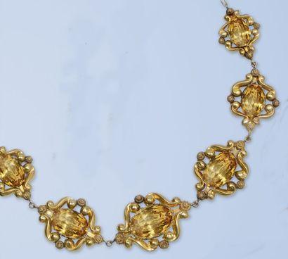 Délicat collier en or jaune 18 K, 750 millièmes....