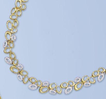 Parure composée d'un collier, d'un bracelet,...