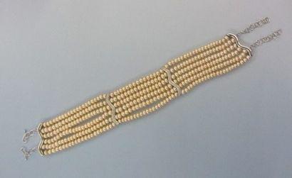 Collier de chien composé de 6 rangs de perles...