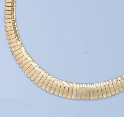 Collier en or jaune 18 K, 750 millièmes....