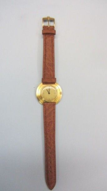 Montre en or jaune 18 K, 750 millièmes, de Marque P. BERGERIOUX. La montre de forme...