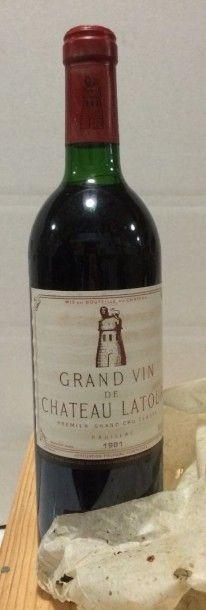 1 Bouteille CH. LATOUR, 1° cru Pauillac 1981...