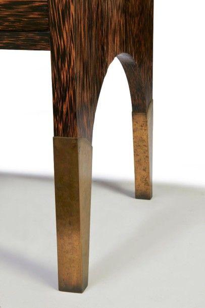 Eugène PRINTZ (1889 - 1948) Commode en bois et placage de palmier Commode en bois...