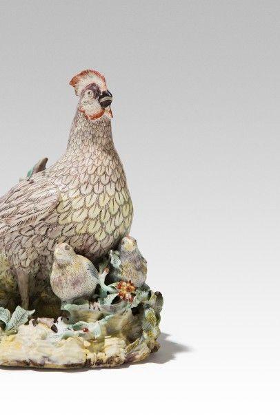 VILLEROY vers 174O Groupe en porcelaine représentant une poule Groupe en porcelaine...