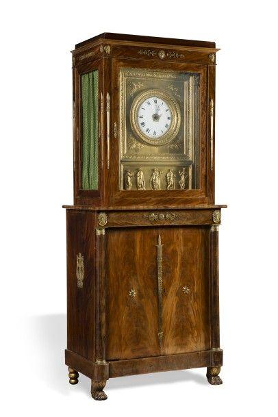 Horloge à musique  en forme d'armoire à deux...